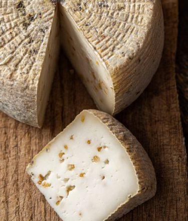 גבינת ענבר מחלבת שירת רועים