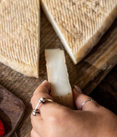 גבינת פרי מגדים מחלבת שירת רועים